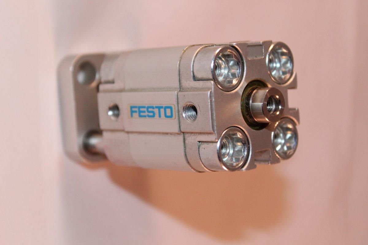 siłownik Festo ADVUL-20-10-PA-S2-S6