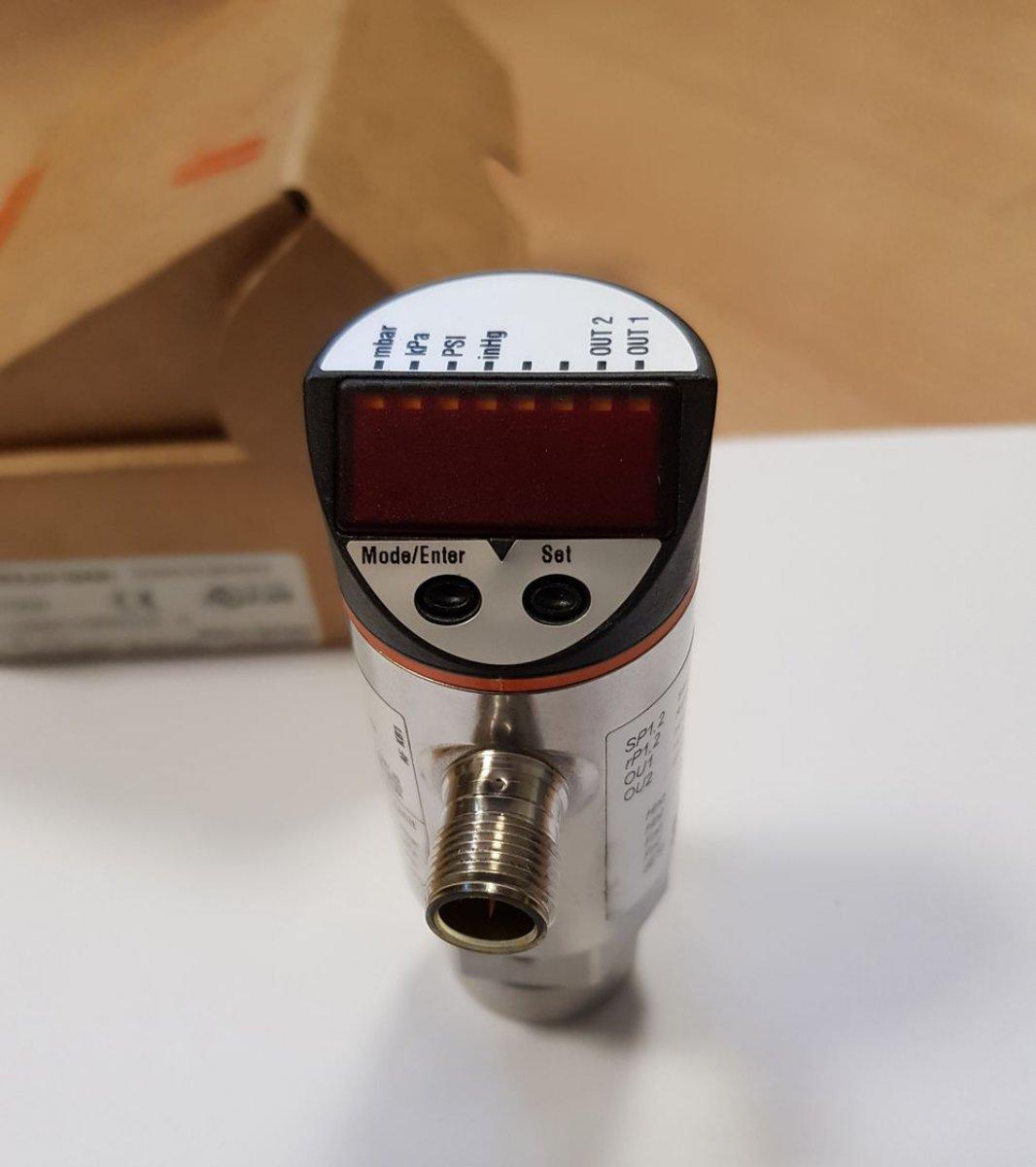 Czujnik ciśnienia IFM PN7009 z wyświetlaczem