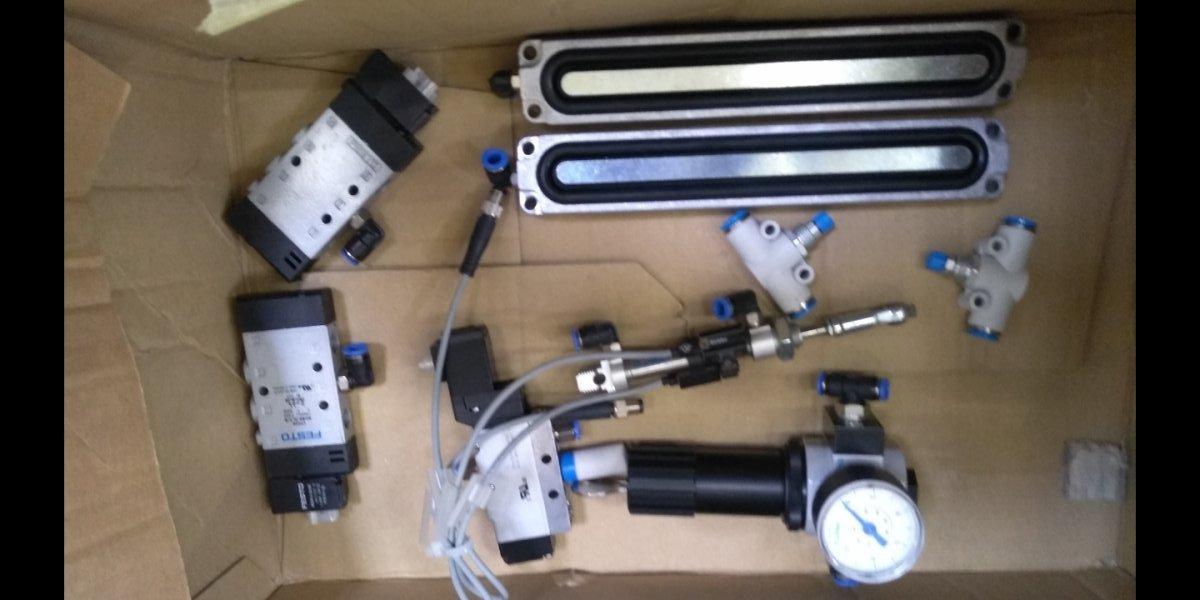 FESTO LRS-d-7-1-MINI F443 festo pneumatyczny reduktor ciśnienia na kluczyk