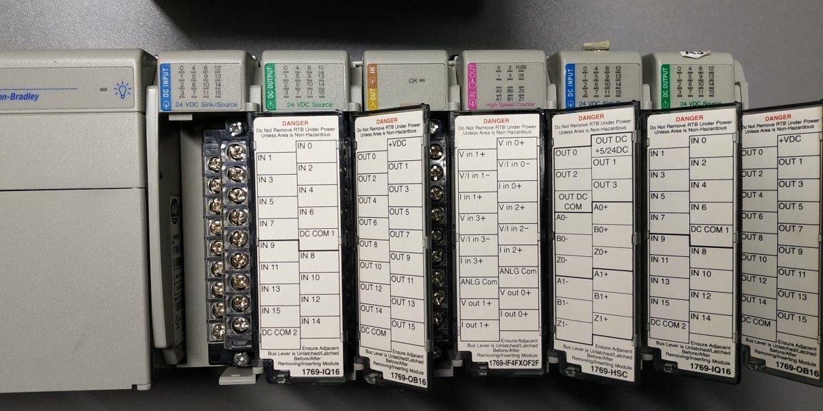 PLC Allen-Bradley CompactLogix L32E +Panel HMI