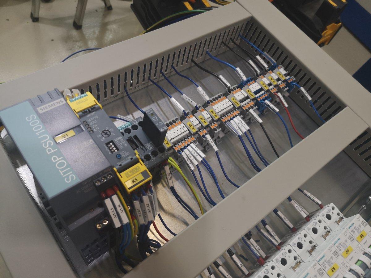 Modernizacja, naprawa, uruchamianie maszyn, prefabrykacja szaf, systemy wizyjne
