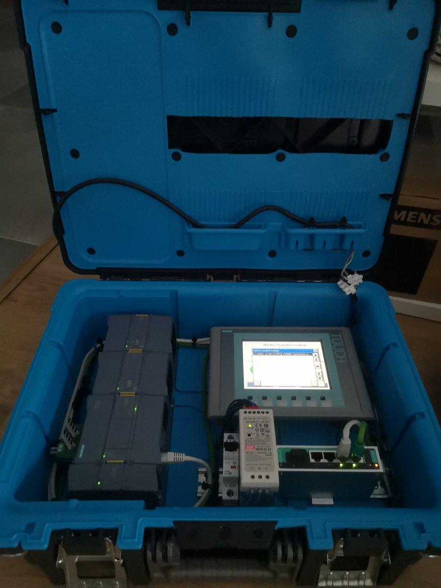 Stanowisko dydaktyczne S7 1200 i HMI KTP600