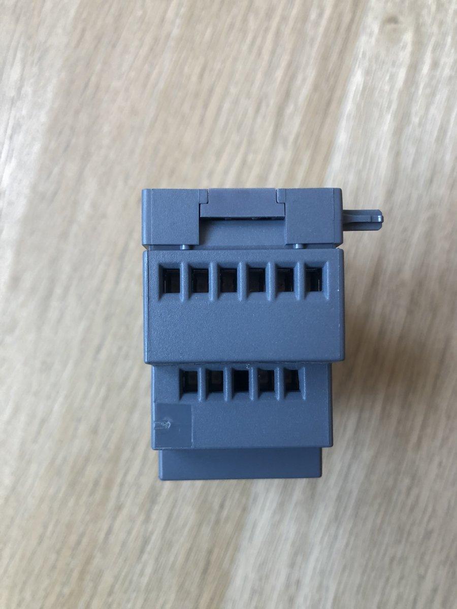 Siemens 6ED1055-1MM00-0BA2 - moduł 2 wyjść analogowych dla sterownika PLC LOGO! 8