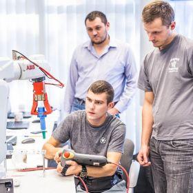 Obsługa, programowanie i uruchamianie robotów ABB