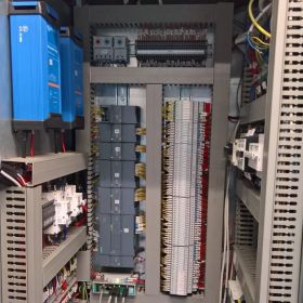Prefabrykacja szaf sterowniczych, projektowanie Eplan, projektowanie i modernizacja maszyn