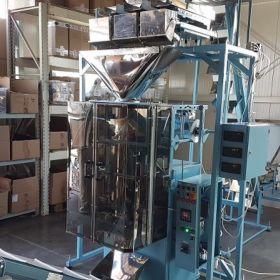 Pionowy automat pakujący / Automat do pakowania produktów sypkich / maszyna do pakowania produktów spożywczych / Automat pakujący produkty sypkie