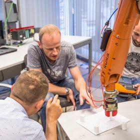 Programowanie robotów przemysłowych Kuka- kurs podstawowy