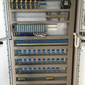 Uruchomienia maszyn, programowanie PLC i HMI, roboty ABB