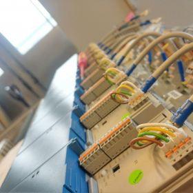 automatyzacja procesu produkcji, modernizacje, prefabrykacja szaf sterowniczych