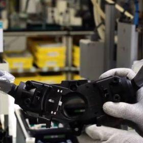 W jaki sposób produkowane są komponenty elektroniczne do aut?