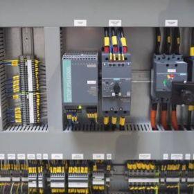 Jak w Polsce produkuje się prasy hydrauliczne? Z czego się one składają?