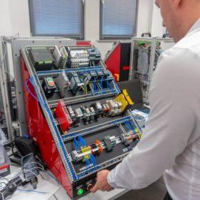 Szkolenie z Elektrotechniki w EMT-Systems