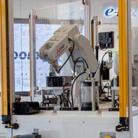 Robotyka przemysłowa, człowiek i bezpieczeństwo - wywiad z Wojciechem Łaś z Mitsubishi Electric