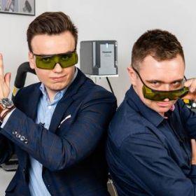 Znakowanie laserowe, grawerowanie i czyszczenie - przemysłowe wykorzystanie laserów Panasonic