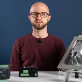 Czy przekaźnik programowalny to sterownik PLC? | Recenzja akYtec PR200