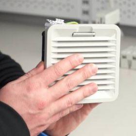 Jak dbać o temperaturę w szafach sterowniczych?